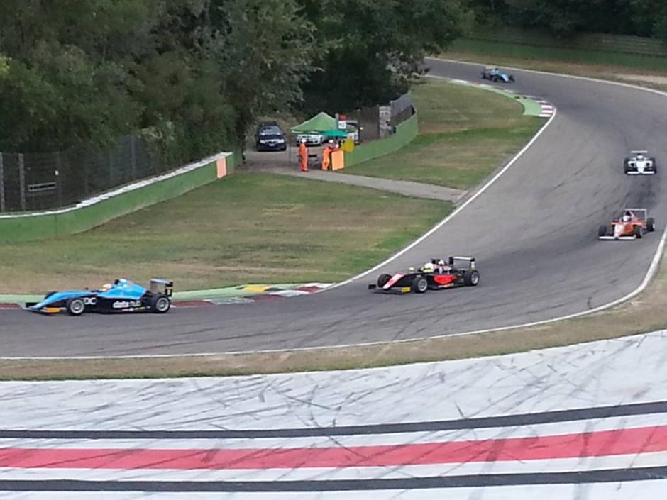 En las pistas donde ha competido desde hace varios años el piloto nacional, Ian Rodríguez. (Foto: Facebook)
