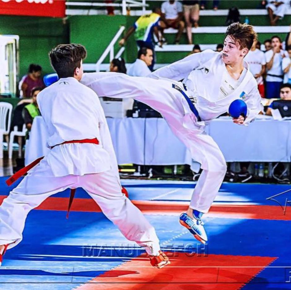 El karateka nacional celebró este logro tras años de esfuerzo y sacrificio. (Foto: Facebook Christian Wever)