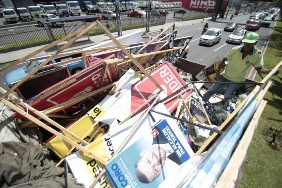Los residuos son trasladados al vertedero de la zona 3 ya que no representan valor para las agrupaciones políticas. (Foto: Municipalidad de Guatemala)