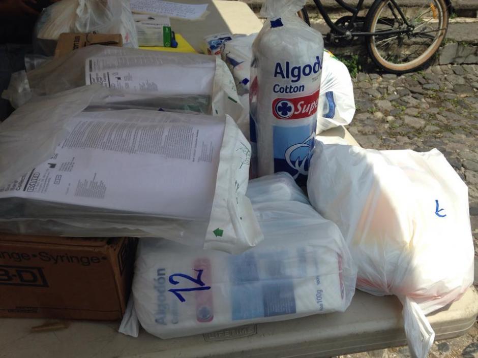 Ciudadanos de La Antigua Guatemala llevaron insumos para el hospital nacional.(Foto: Fredy Hernández/Soy502)