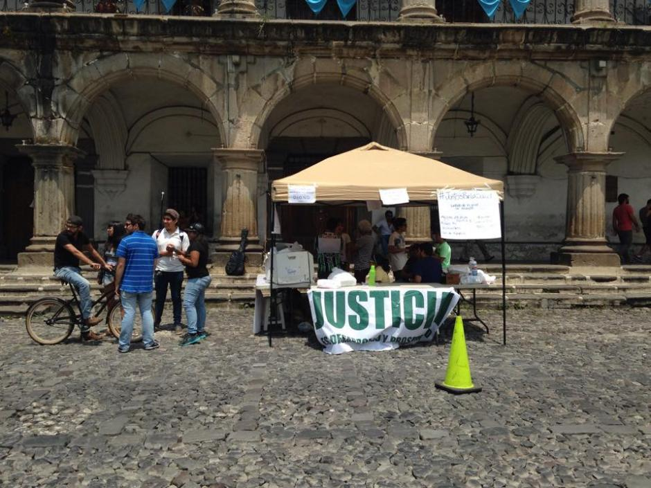 La actividad se llevó a cabo en frente del Palacio de los Capitanes.(Foto: Fredy Hernández/Soy502)