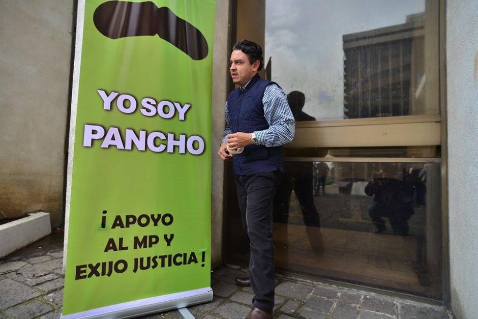 Colocan mantas y roll ups en donde exigen que se haga justicia en el caso del abogado Francisco Palomo. (Foto: Wilder López)