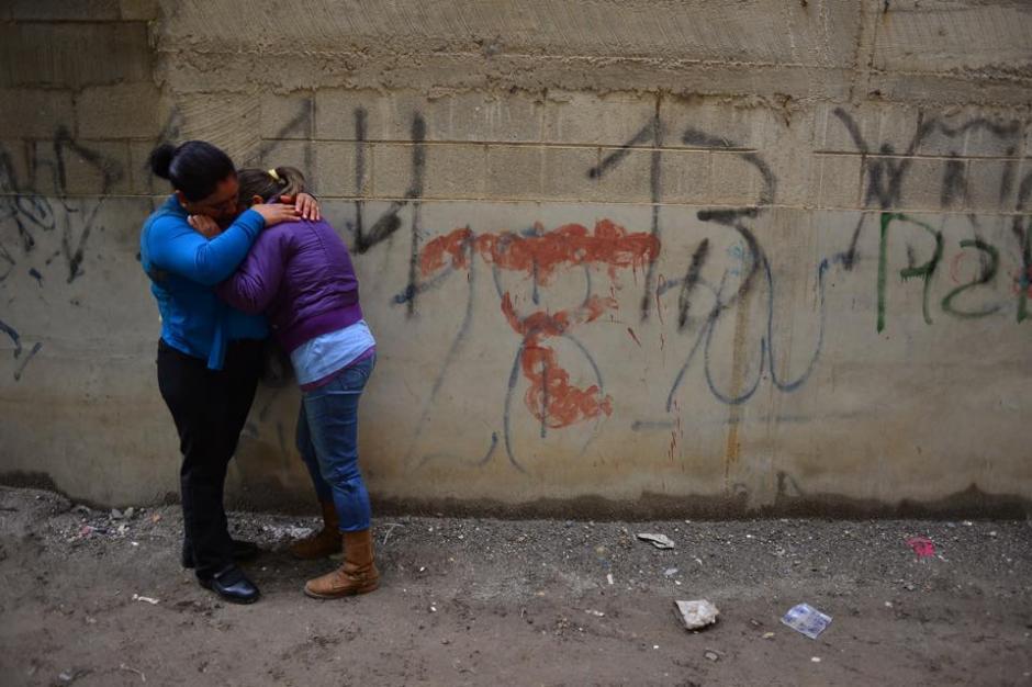 Las escenas de dolor en la zona del desastre en El Cambray II en Santa Catarina Pinula fueron constantes. (Foto: Jesús Alfonso/Soy502)