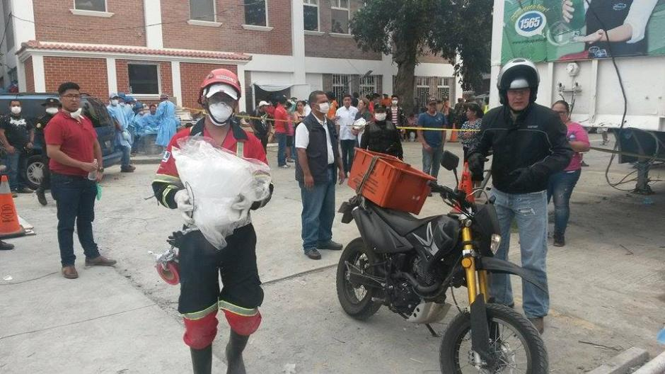 Hielo seco es uno de los insumos necesarios para retardar la descomposición de los cuerpos de las víctimas. (Foto: Juan Manuel Vega/Soy502)