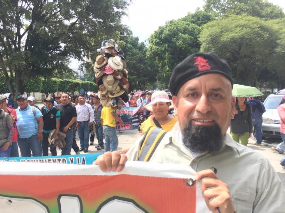 Maestros participan en manifestación que inició en el Obelisco zona 10 y se dirige al Congreso de la República. (Foto: Jesús Alfonso/Soy502)