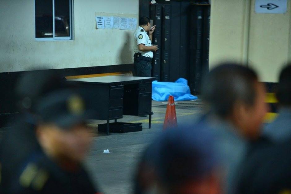 Una persona falleció por heridas de arma blanca durante un enfrentamiento entre pandillas ocurrido en las carceletas de la Torre de Tribunales. (Foto: Wilder López/Soy502)