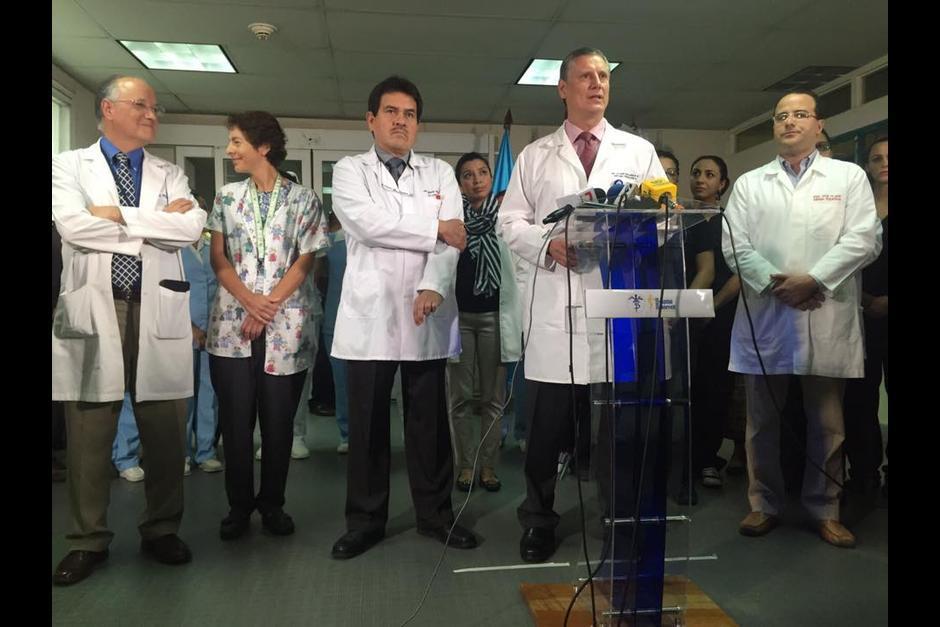 El equipo de doctores que realizó la operación de las gemelas. (Foto: Archivo/Soy502)