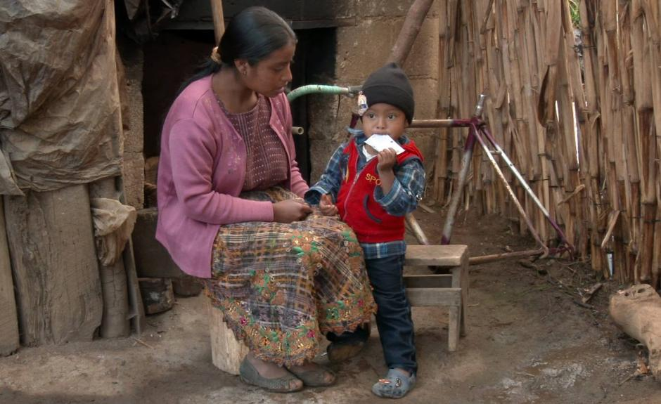 Los pequeños reciben este producto para combatir la desnutrición crónica. (Foto: Nutriplus)