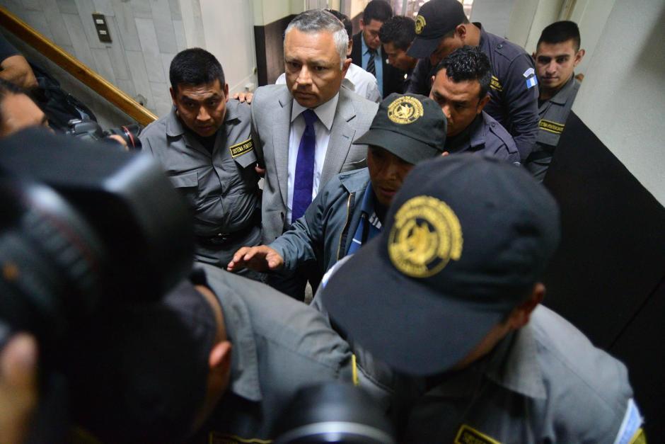 """""""Eco"""" estuvo custodiado por varios guardas del Sistema Penitenciario, incluso llevaba chaleco antibalas y casco, ya que teme por su vida. (Foto: Wilder López/Soy502)"""