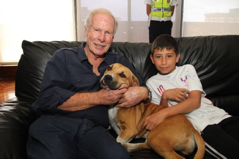 El alcalde Álvaro Arzú es un impulsor del rescate de mascotas. (Foto: Álvaro Arzú)