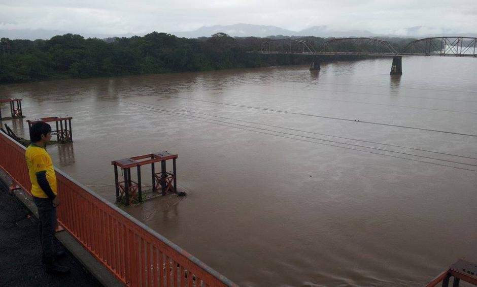 Los rios han aumentado su caudal esta imagen muestra la crecida del rio Lempa en El Salvador. (Foto: Giovanni Lemus/Elperiodista.com.sv)