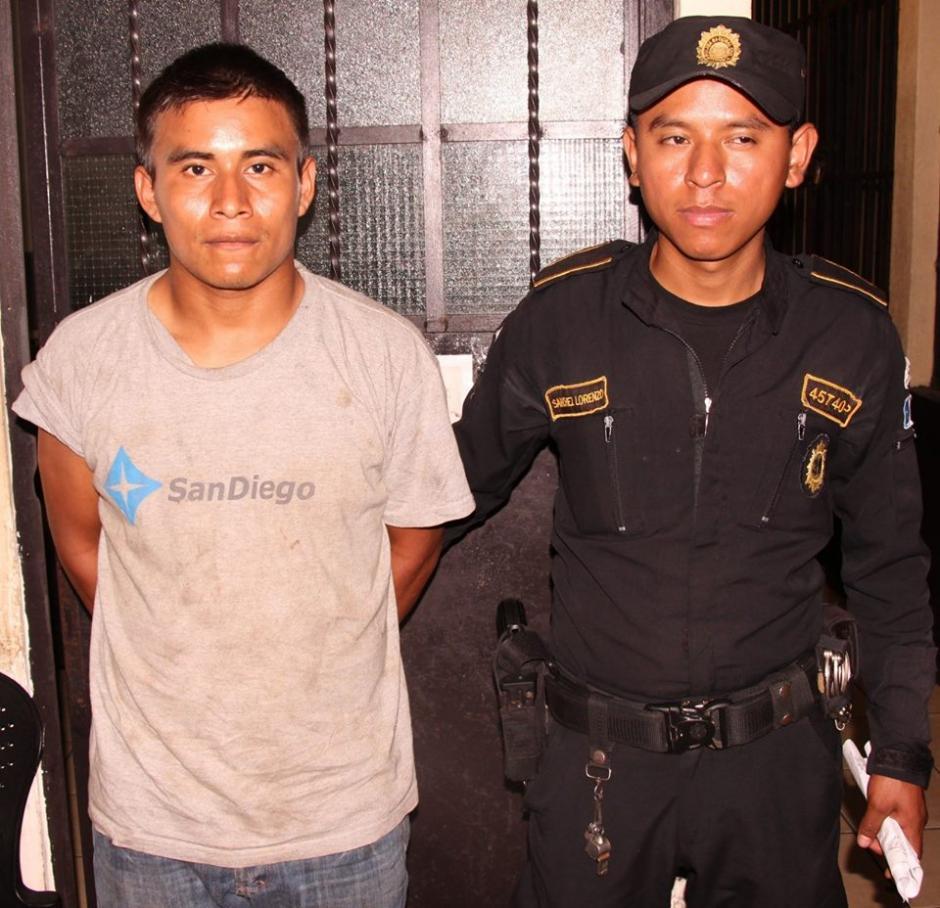 Un hombre identificado comoMario Canteo Iquic de 22 años de edad fue capturado durante un allanamiento en Siquinalá, Escuintla. (Foto: Policía Nacional Civil)