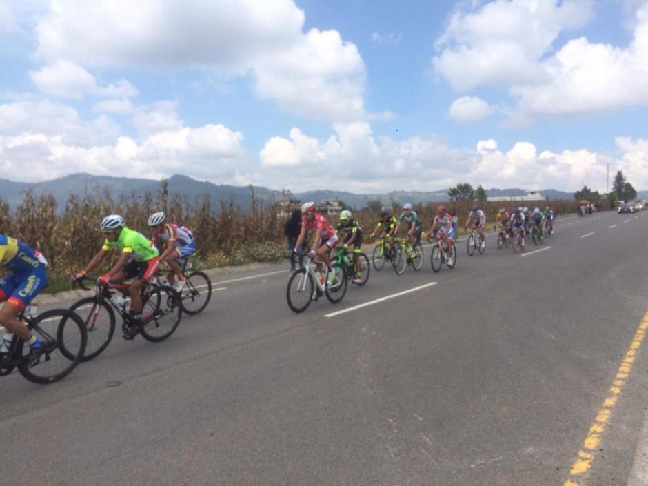 Con una temperatura de entre 18 y 22 grados centígrados se desarrolló la quinta etapa de la Vuelta a Guatemala, que tuvo como recorrido de Sololá, a San Pedro, San Marcos. (Foto: Nuestro Diario)