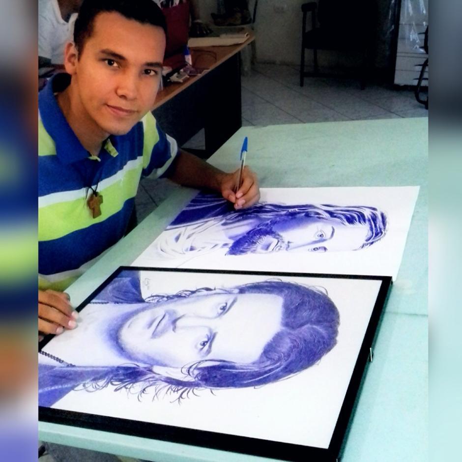 Ricardo Arjona es otro de los personajes guatemaltecos que han sido dibujados por Edgar Lemus. (Foto: Édgar Lemus)