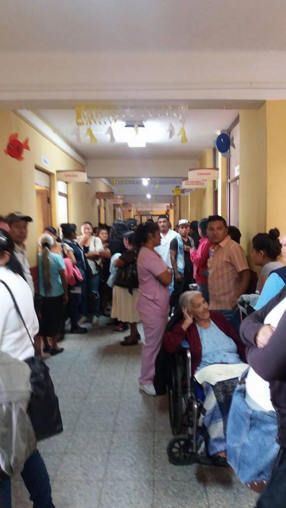 Pacientes del Hospital de Amatitlán son afectados por cierre de consulta externa, la medida se debe a la falta de insumos e incumplimiento de pago de salarios. (Foto:Pampichi News Amatitlán)