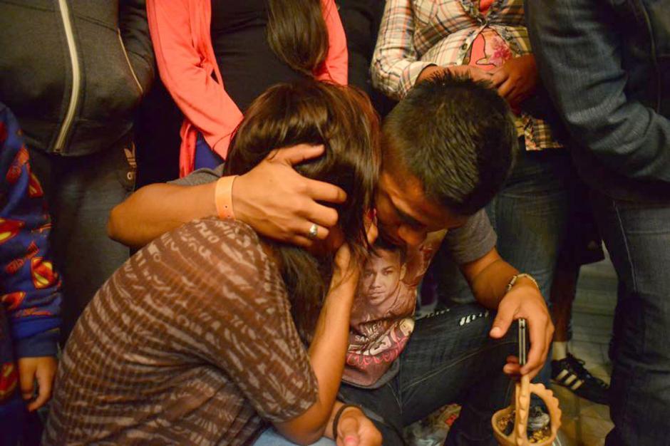 Familiares recordaron con tristeza a los seres queridos que aún no han sido encontrados después de 38 días de la tragedia. (Foto: Jesús Alfonso/Soy502)