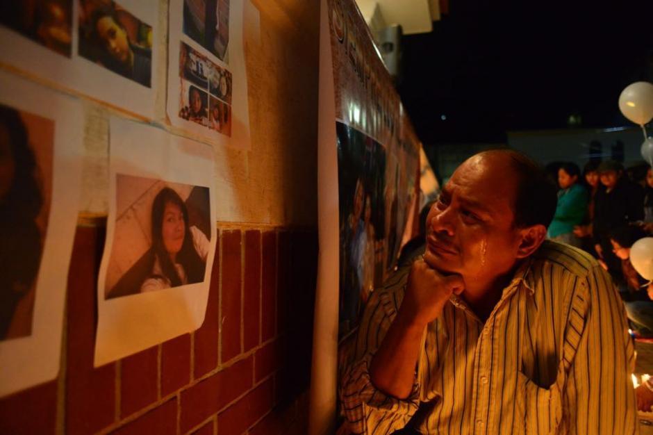 Mucha tristeza se mostró en una actividad donde los sobrevivientes llevaron fotos de sus seres queridos. (Foto: Jesús Alfonso/Soy502)