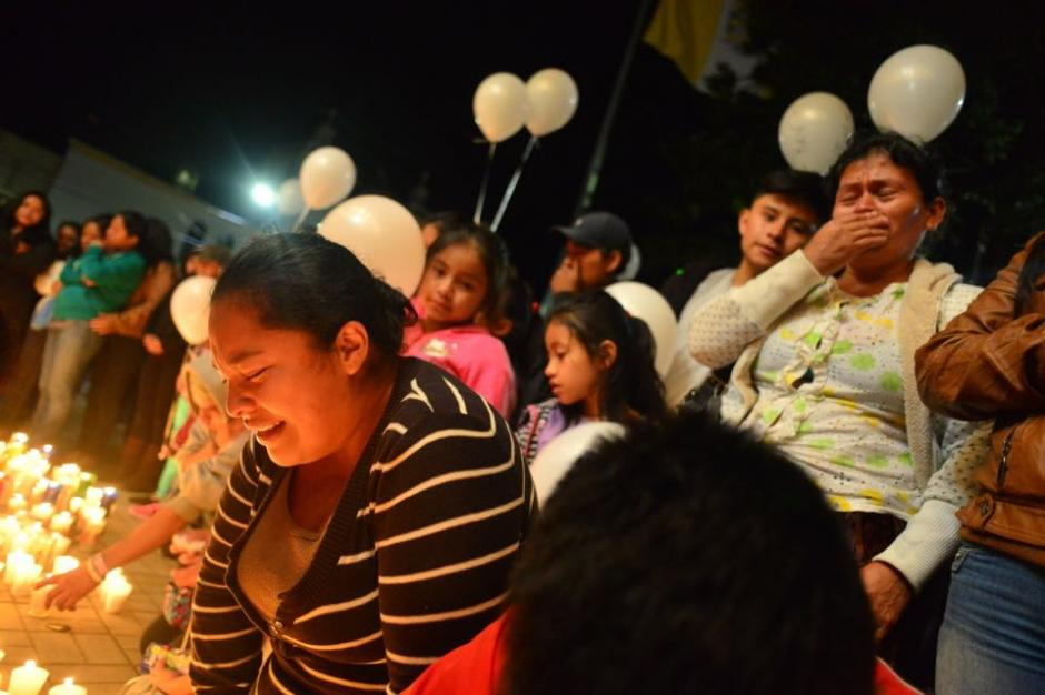 La familia Pu llegó para recordar a sus familiares. (Foto: Jesús Alfonso/Soy502)