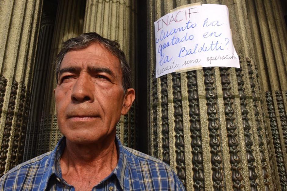 Carlos Hernández se encuentran en huelga de hambre desde el pasado viernes, luego de no recibir atención médica y necesitar una cirugía. (Foto: Jesús Alfonso/Soy502)