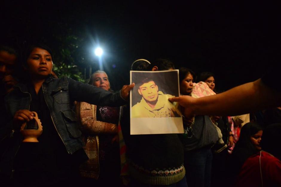 Los sobrevivientes del Cambray recordaron a los familiares que perdieron en el alud del pasado 1 de octubre. (Foto: Jesús Alfonso/Soy502)