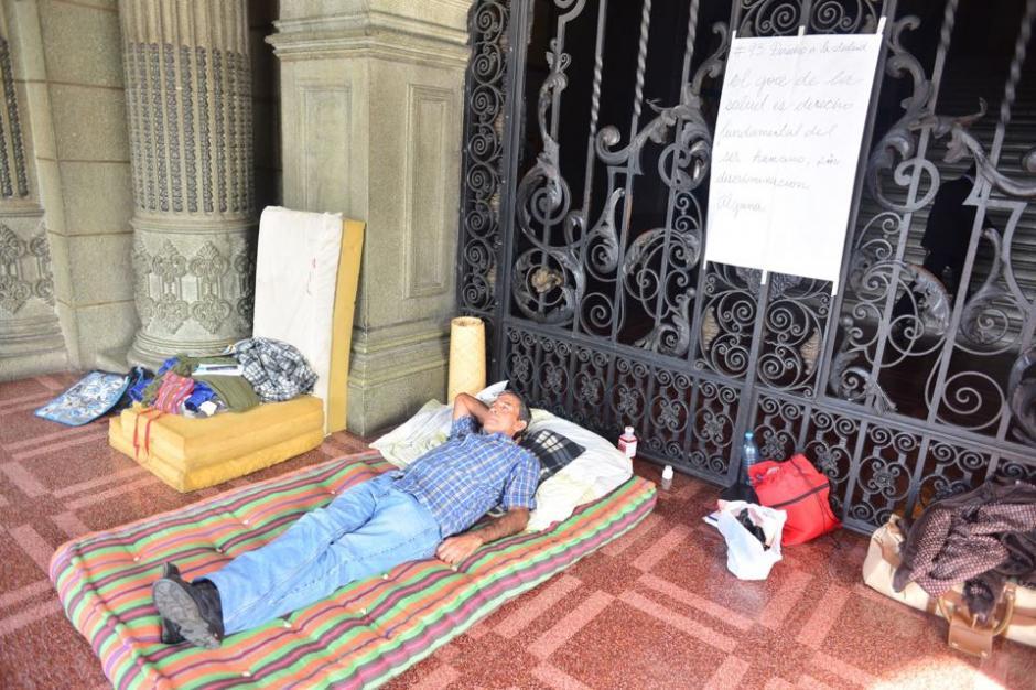 El señor Carlos Hernández de 62 años, necesita una intervención quirúrgica y al no recibir atención médica entró en Huelga de Hambre. (Foto: Jesús Alfonso/Soy502)