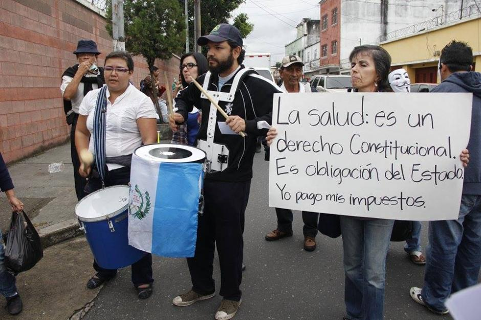 Afectados por la crisis en salud realizan una manifestación que se dirigió hacia el Congreso de la República y Casa Presidencial. (Foto: Jorge Sente/Soy502)