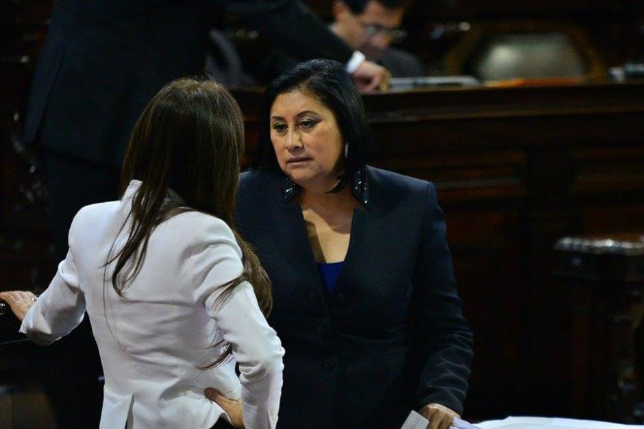 De frente, la diputada Delia Back, de la bancada Libertad Democrática Renovada (Lider), quien no podría asumir como diputada electa por decisión del Tribunal Supremo Electoral (TSE). (Foto: Wilder López/Soy502)