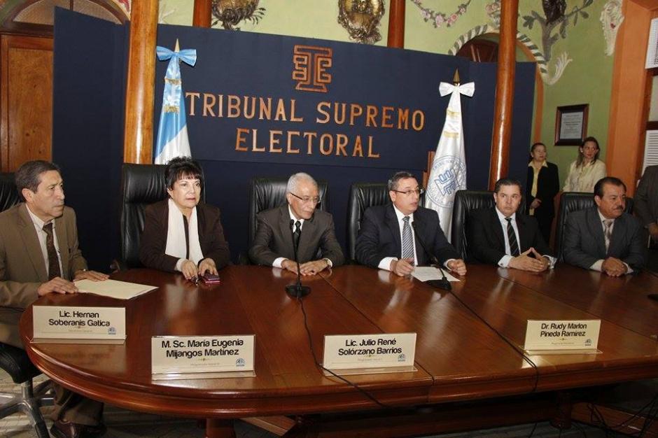 Los Magistrados del Tribunal Supremo Electoral presentan listado de diputados que no asumirán su cargo por distintos motivos. (Foto: Jorge Sente/Soy502)