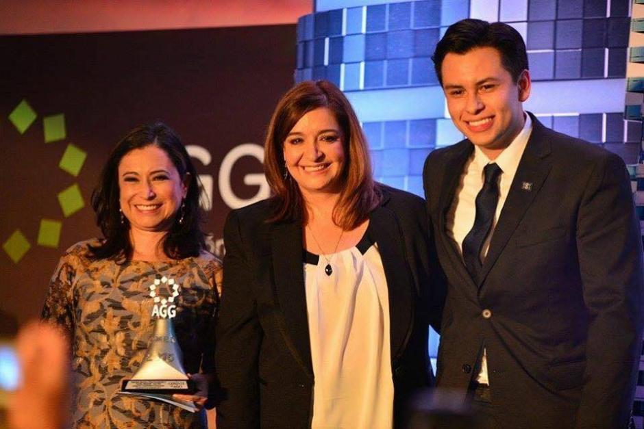 Dina Fernández, Gabriela Barrios y Danilo Sikahall fueron reconocidos por su esfuerzo y dedicación al frente de Soy502.(Foto: Wilder López/Soy502)