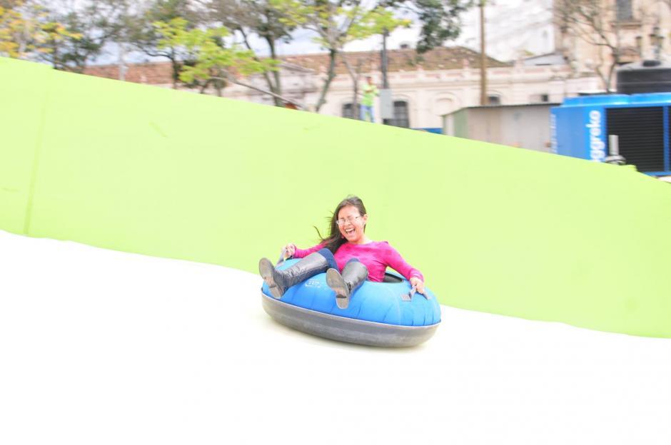 El tobogán de hielo, pondrá adrenalina a tu visita al Festival Navideño. (Foto: Alejandro Balán/Soy502)
