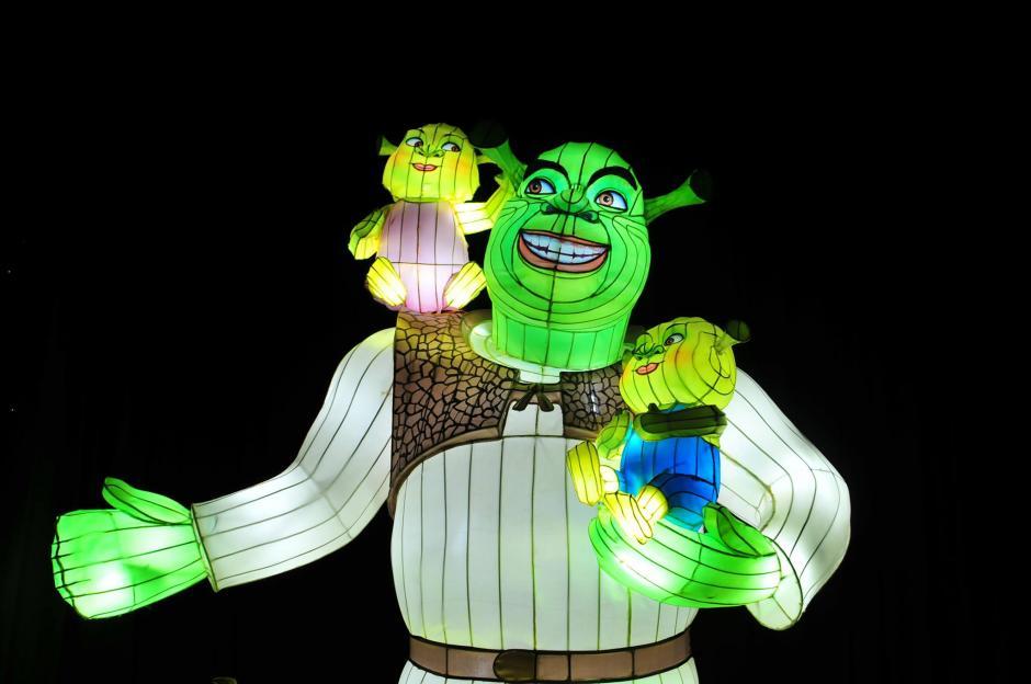 La novedad de este año en el Festival Navideño son las figuras iluminadas de los personajes de DreamWorks, en un módulo fueron colocadas varias imágenes que recrean los pasajes más importantes de las películas. (Foto: Alejandro Balán/Soy502)