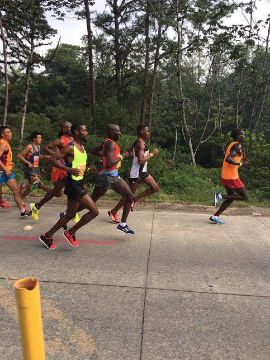 Así fueron los primeros kilómetros del medio maratón. (Foto: Byron de la Cruz/Nuestro Diario)