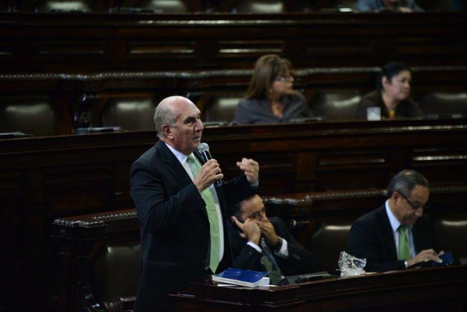 Mario Taracena, de la UNE, fue uno de los más críticos en cuanto a las enmiendas que se pretendía aprobar. (Foto: Wider López/Soy502)