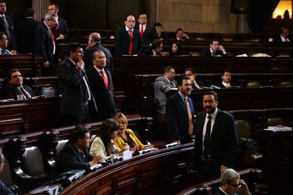 Faltando cinco minutos para la media noche, los diputados del Congreso aprobaron el Presupuesto para 2016. (Foto: Wilder López/Soy502)