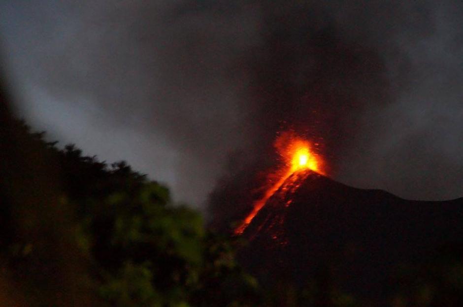 El río de lava incandescente se podía ver a más de un kilómetro de distancia. (Foto:Cortesía María Eugenia Wannam)