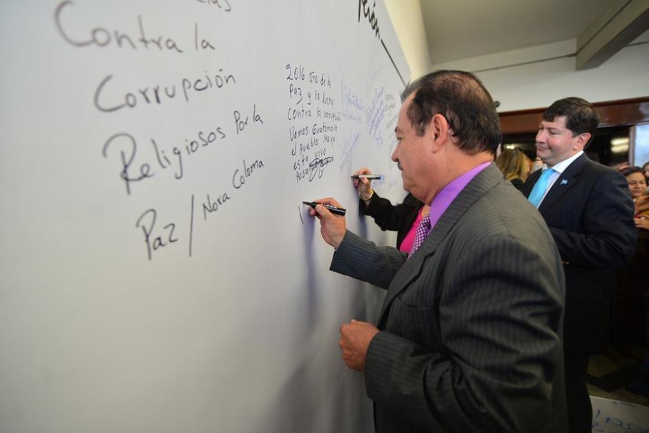 """Mario Elizardi, Magistrado del Tribunal Supremo Electoral (TSE), fue uno de los funcionarios que firmó la """"Alfombra Contra la Corrupción"""". (Foto: Wilder López/Soy502)"""
