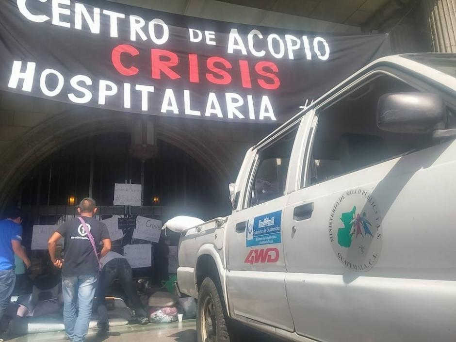 El donativo fue trasladado por un automóvil del hospital San Juan de Dios. (Foto: Alejandro Balán/Soy502)
