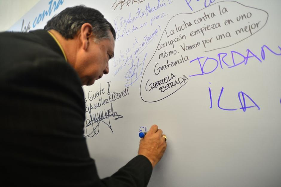 El vicepresidente de Guatemala, Juan Alfonso Fuentes Soria, también dejó su mensaje contra la corrupción. (Foto: Wilder López/Soy502)