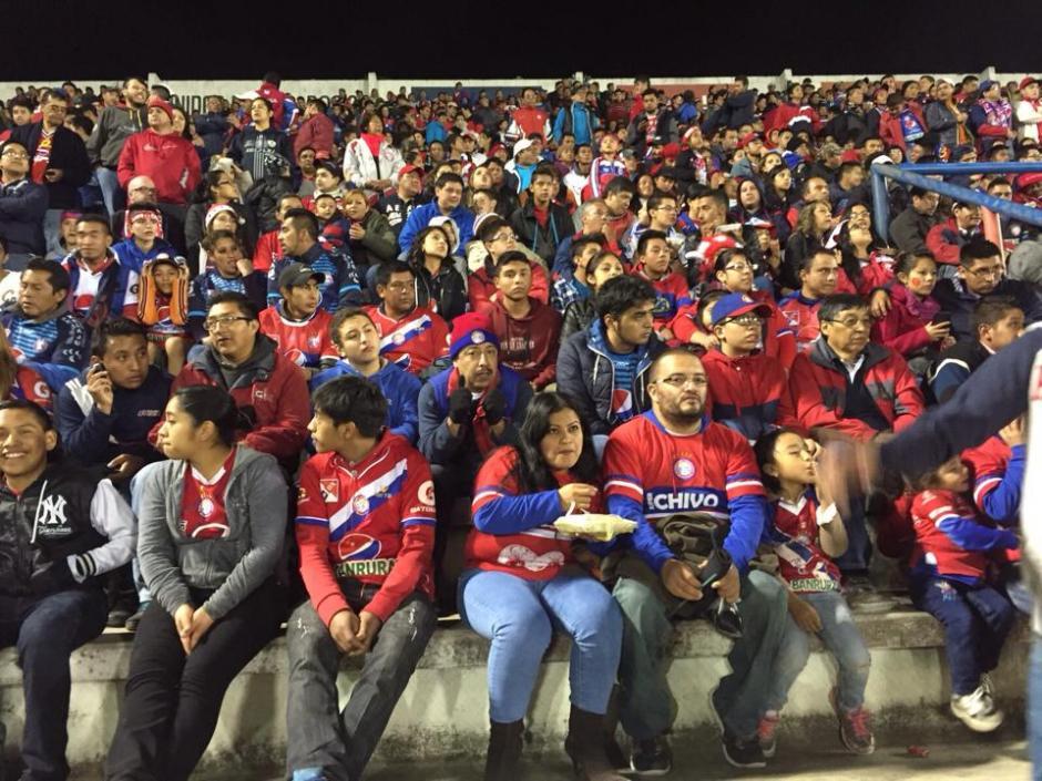 La afición Superchiva llenó el estadio Mario Camposeco, apoyó a su equipo hasta los últimos minutos. (Foto: Nuestro Diario)