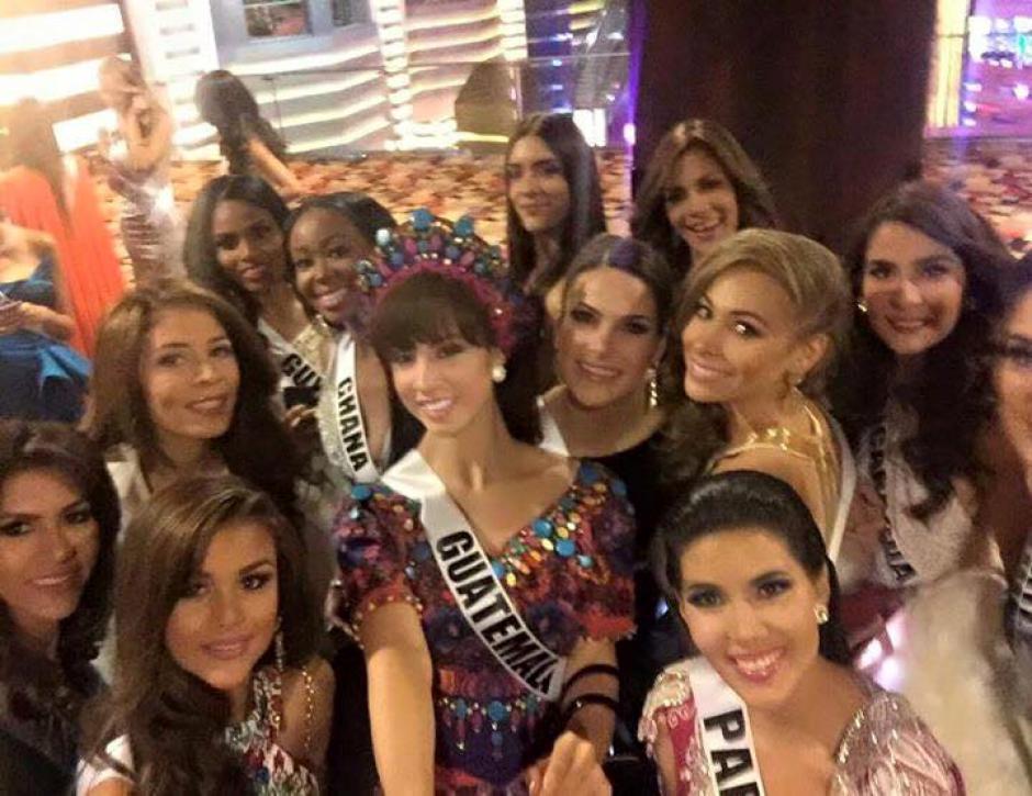 La representante de Guatemala llevó un traje bordado, a manera de hüipil, con una falda larga y una corona bordada. (Foto: Miss Guatemala oficial)