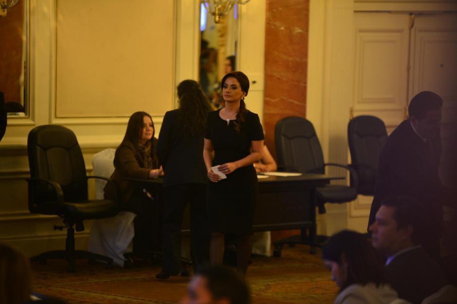 Stella Alonzo, conviviente de Otto Pérez Leal recibió la credencial para ocupar una curul en el Congreso de la República. (Foto: Wilder López/Soy502)