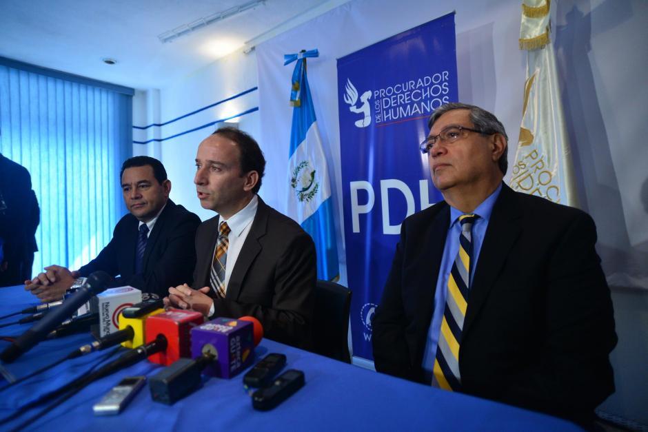 El procurador de Derechos Humanos, Jorge de León Duque se reunió con el presidente electo Jimmy Morales y el vicepresidente Juan Alfonso Fuentes Soria. (Foto: Wilder López/Soy502)