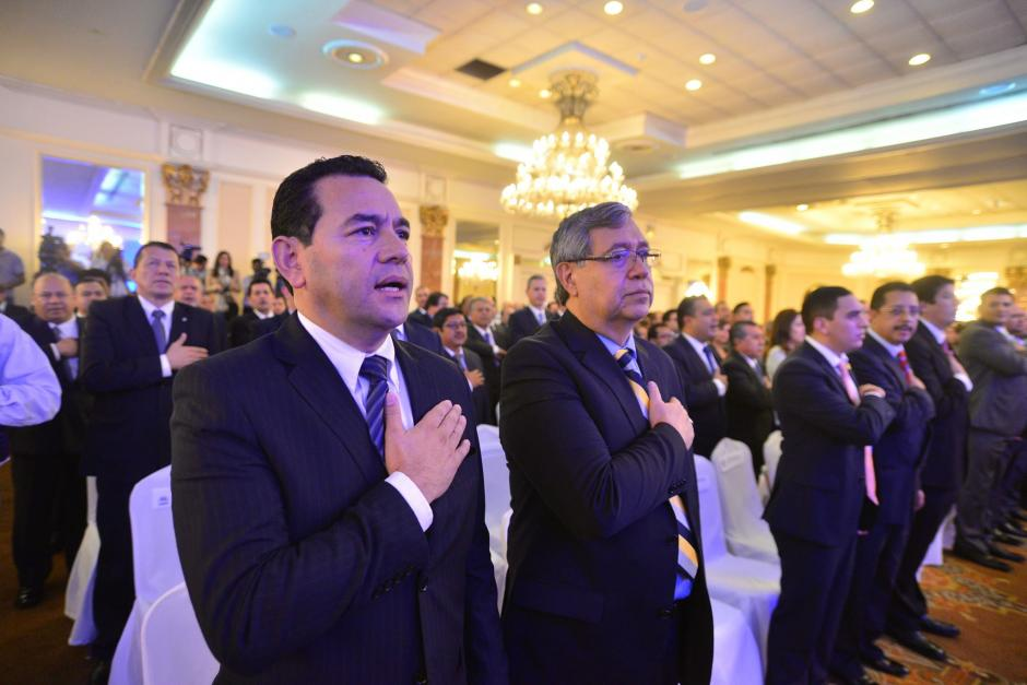 El presidente electo Jimmy Morales y el vicepresidente electo Jafeth Cabrera recibieron las credenciales para ocupar el cargo los próximos cuatro años. (Foto: Wilder López/Soy502)