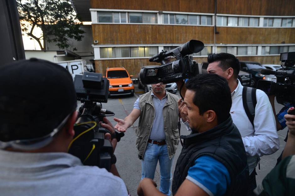 Los reporteros fueron retirados del parqueo de las instalaciones de Digici. (Foto: Wilder López/Soy502)