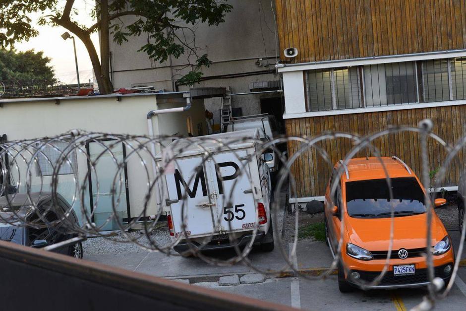Los fiscales realizaron el allanamiento en las oficinas de la Digici durante todo el día. (Foto: Wilder Lóepz/Soy502)