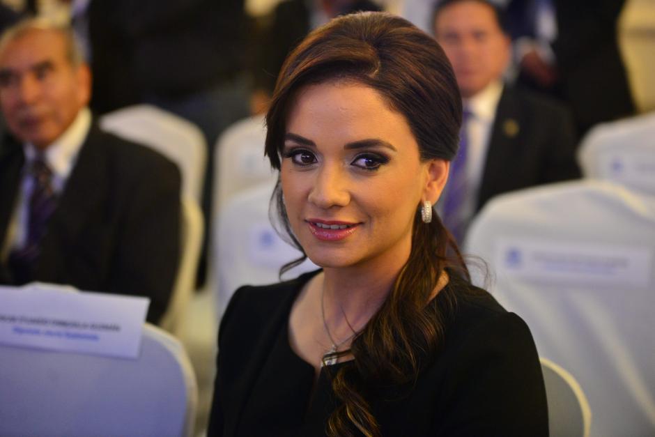 Stella Alonzo pareja sentimental del alcalde de Mixco, Otto Pérez Leal recibió las credenciales para ocupar su cargo como diputada al Congreso de la República durante el periodo 2016-2020. (Foto: Wilder López/Soy502)