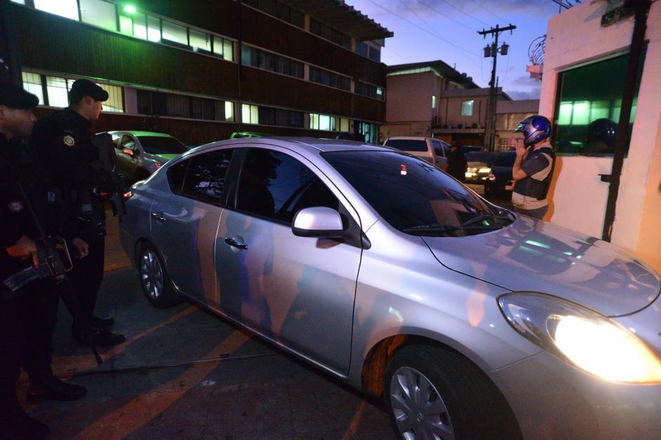 Vista de uno de los vehículos que salió después de la diligencia efectuada por MP. (Foto: Wilder López/Soy502)