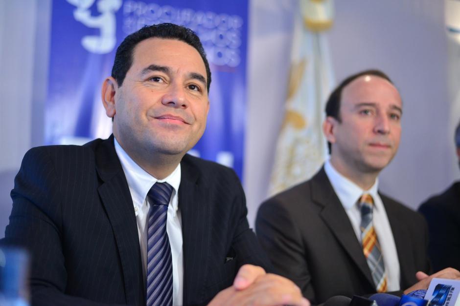 El presidente electo recorrió las instalaciones centrales de la Procuraduría de Derechos Humanos (PDH) junto al magistrado de conciencia Jorge de León Duque. (Foto: Wilder López/Soy502)