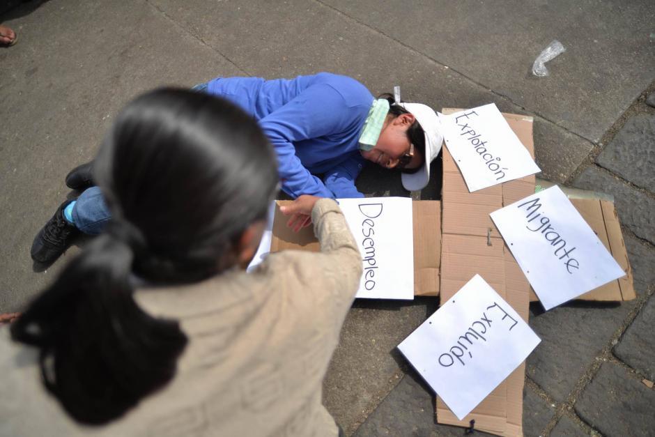Una dramatización tuvo como tema los problemas que afrontan los migrantes. (Foto: Wilder López/Soy502)