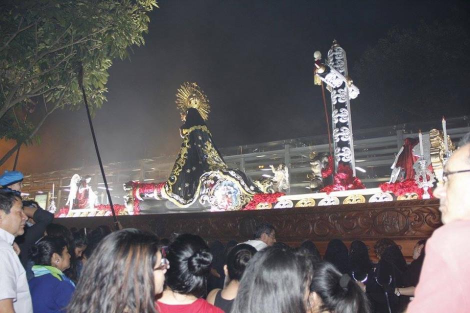 El cortejo procesional del Señor Sepultado de la Recolección salió de la iglesia a las 15:30 horas.(Foto: Jorge Sente/ Nuestro Diario)